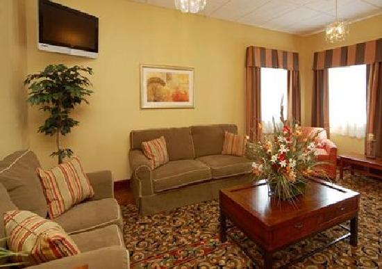 Sleep Inn & Suites Wildwood - The Villages : Hotel lobby with available free wireless internet access.