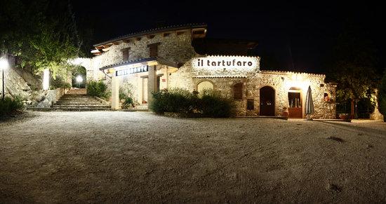 Valtopina, Italia: FRONTE ALBERGO RISTORANTE