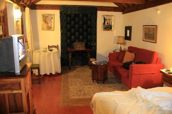 Santa Isabel la Real: Room taken from bed
