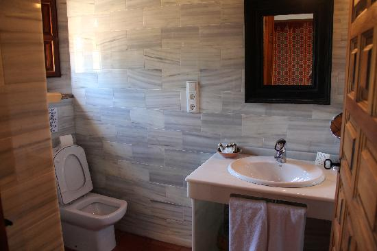 Santa Isabel la Real: Part of bathroom