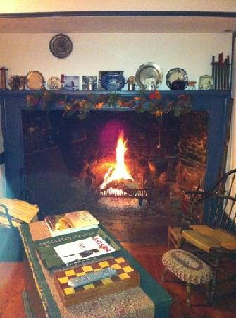 Captain Schoonmakers: great fireplace in the living room