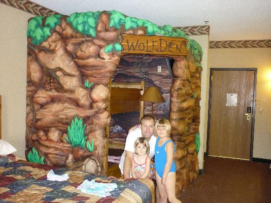 Great Wolf Lodge: They loved the bunkbeds- lets get in the pool!