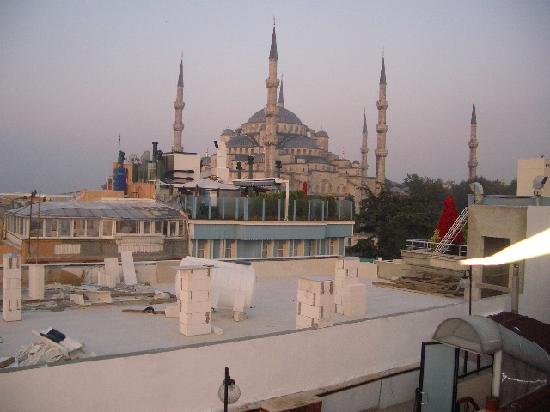 Cosmopolitan Park Hotel: Blue Mosque from breakfast area
