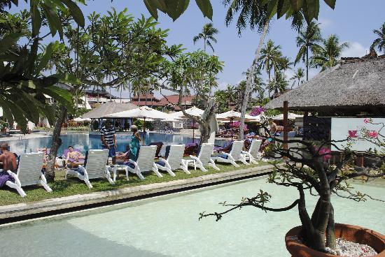 นูซา ดัว บีช โฮเต็ล แอนด์ สปา: hotel pool
