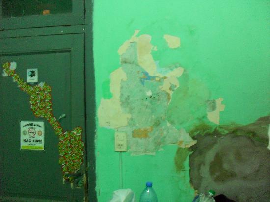 Plaza Hostel : horrible pared
