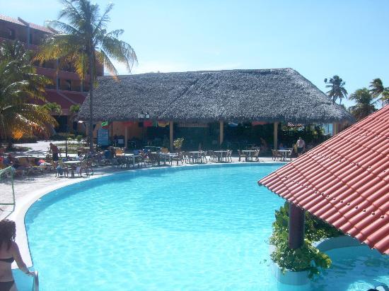 Brisas Guardalavaca Hotel: main pool