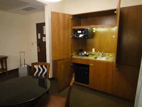 Drury Plaza Hotel San Antonio Riverwalk: microwave and small fridge, coffee maker and sink