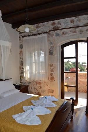 Samonas Traditional Villas: Our room!