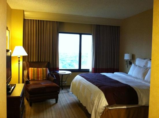 large king picture of renaissance austin hotel austin. Black Bedroom Furniture Sets. Home Design Ideas