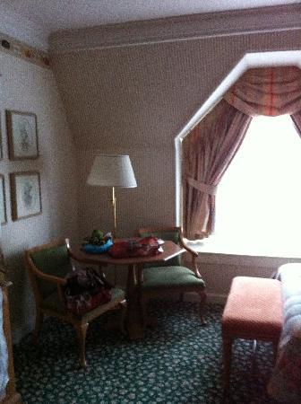Disneyland Hotel : Rincón de la habitación
