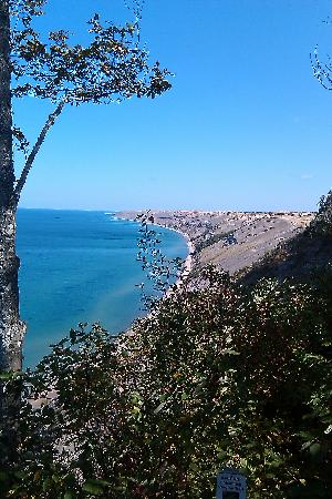 Pictured Rocks National Lakeshore: View up the NE coast