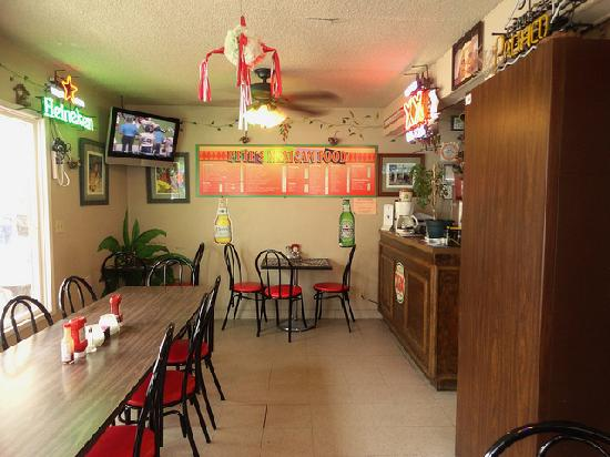 Pete's Mexican Food: Small, quaint local eatery