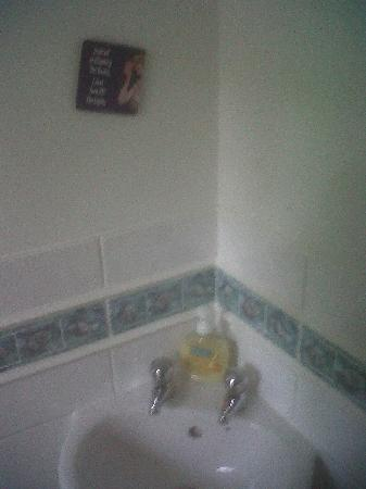 Rosemead Guest House: Shared toilet. Sign says 'Instead of cleaning the house, I just turn off the lights'.