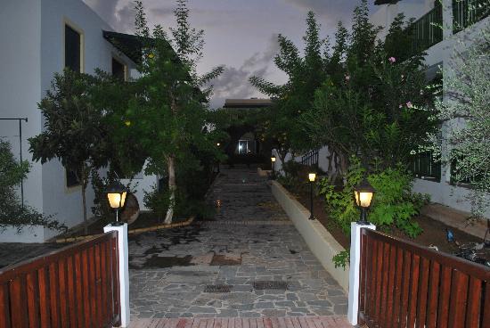 Kefalos Beach Tourist Village: walkway