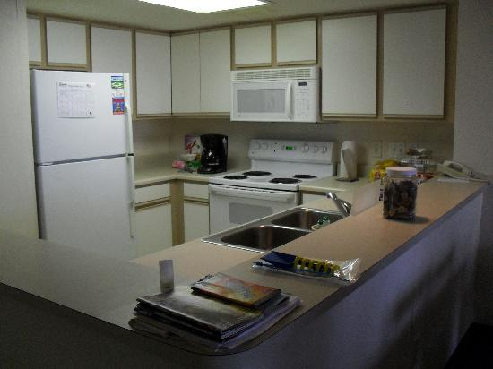 Ocean Reef Resort: kitchen area