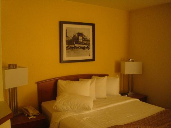 TownePlace Suites Detroit Dearborn: bed