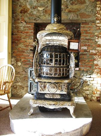 Tahoe House Hotel: Wood stove