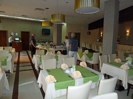 Prominada: Schön gedeckte Tische und ansprechendes Ambiente im Restaurant
