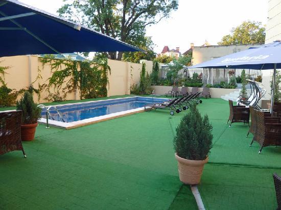 Проминада: Pool im Innenhof