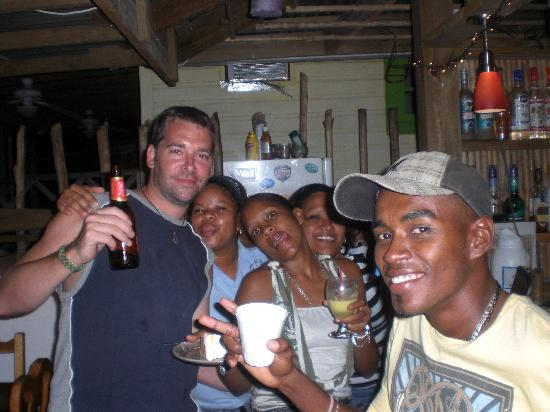 Casa Verde Hostel & Guesthouse : Hanging with the staff at CV!