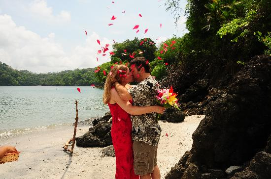 Issimo Suites Boutique Hotel and Spa: One of our happy couples getting married at our private beach