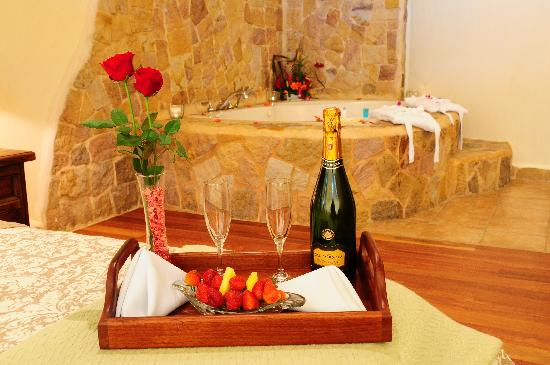 Issimo Suites Boutique Hotel and Spa: Every one of our rooms has a 2 person Jacuzzi Tub