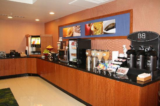 Fairfield Inn & Suites Anaheim North/Buena Park: Hot Breakfast Buffet