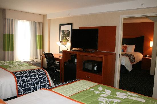 Fairfield Inn & Suites Anaheim North/Buena Park: Two Bedroom Family Suite