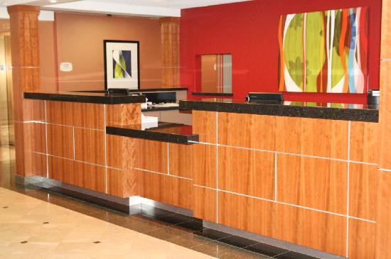 Fairfield Inn & Suites Anaheim North/Buena Park: Warm & Welcoming Registration Desk