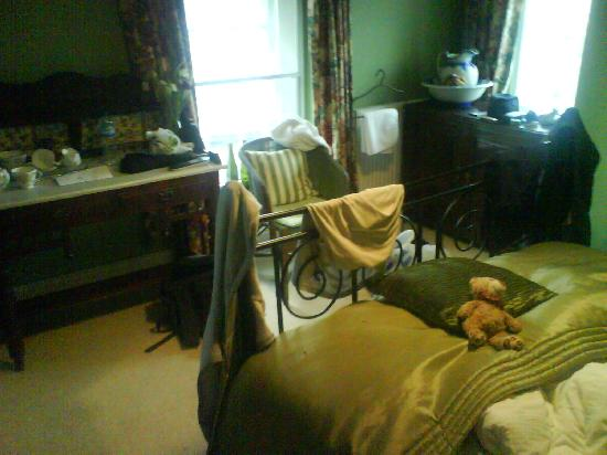 Farlan House Bed & Breakfast: My room, sorry about the mess