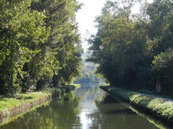 Bourgogne-Franche-Comté, Frankrike: On the Canal Nivernais