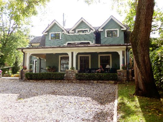 Black Walnut Bed and Breakfast Inn: Carriage House