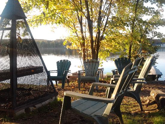 Bonnie View Inn: Camp fire pit by the lake
