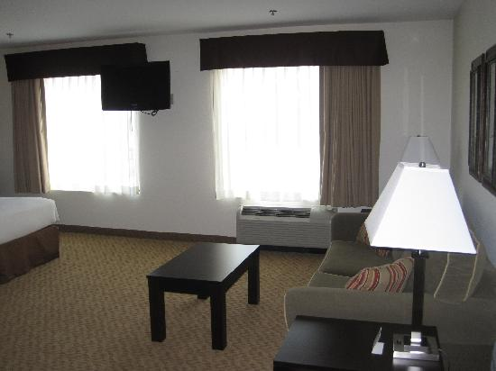 Best Western Plus Valdosta Hotel & Suites: Suite with sitting area