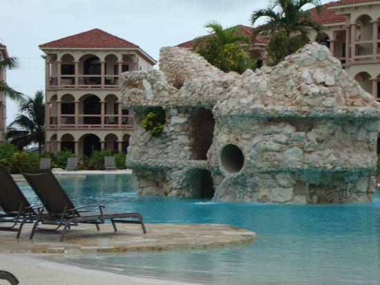 Coco Beach Resort: view of the pool near the office