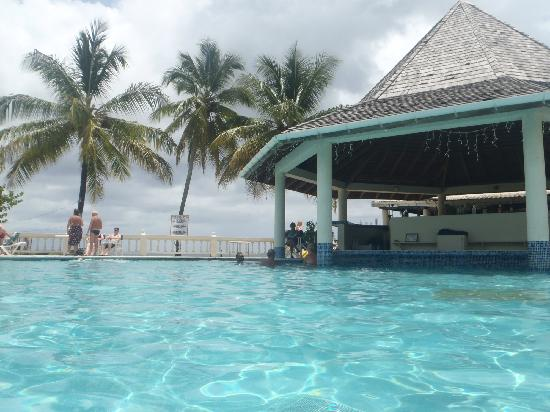 Plymouth, Tobago: Pool was clean and big