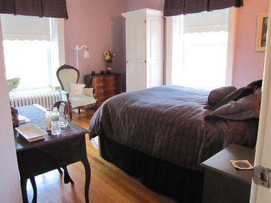 Stonehurst B&B: A bedroom