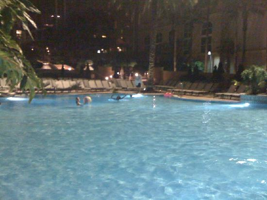 Gaylord Palms Resort & Convention Center: pool at night