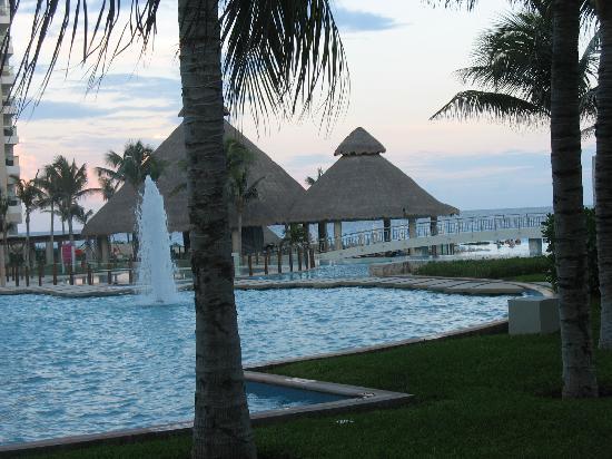The Westin Lagunamar Ocean Resort Villas & Spa, Cancun: View from courtyard