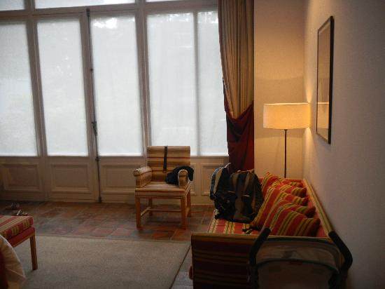 Hotel Messeyne: right side of room with french doors to the back yard
