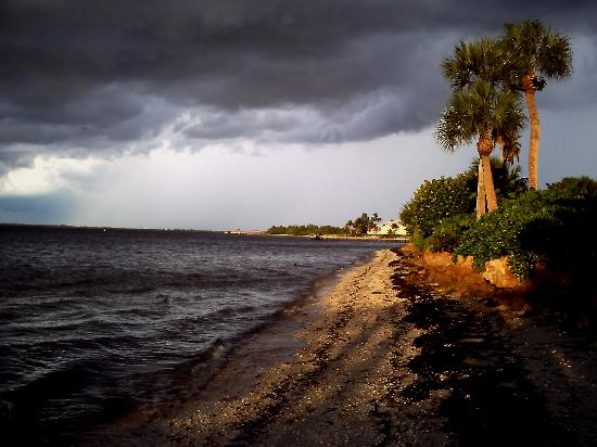 เกาะซานิเบล, ฟลอริด้า: bay side at sundown