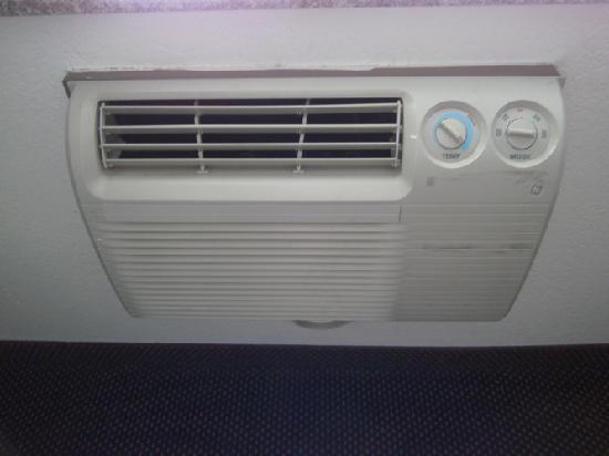 Super 8 Tuscaloosa : Air conditioner