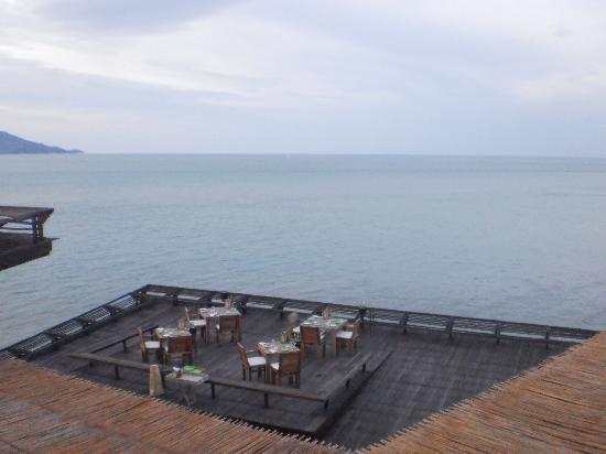 Dining on the Rocks: Platform Dining