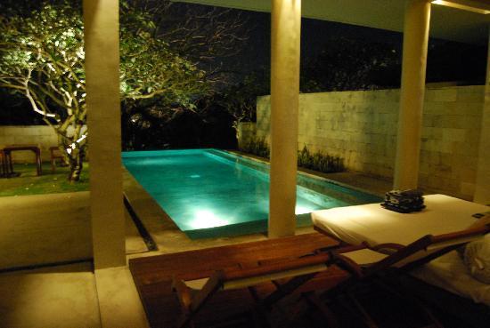 โรงแรมเดอะเบลี: View from the entrance to the villa area
