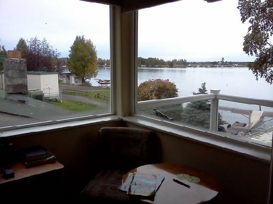 Lake Hood Inn: Bravo room has a corner view.
