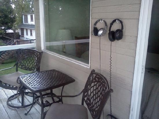 Lake Hood Inn: The balconys all have earphones to hear the air traffic.