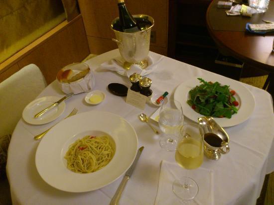 Shangri-La Hotel, Tokyo: インルームメニューには無いペペロンチーノ
