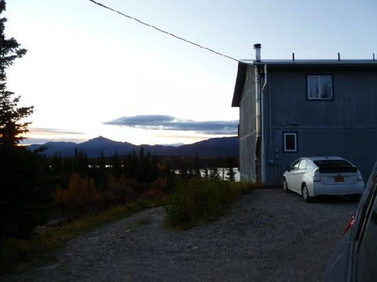 Denali Lakeview Inn : Entrance area.