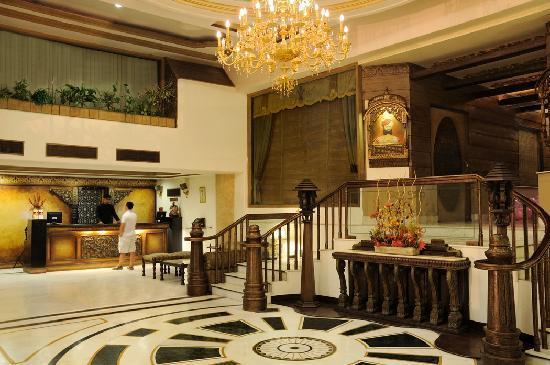 Hotel Maharaja Regency: Lobby Area