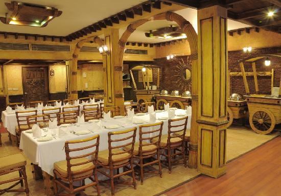 Hotel Maharaja Regency : Wild West Hall